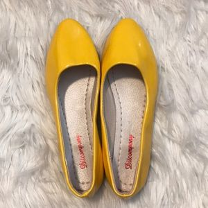 Ditcompony patent leather yellow flats